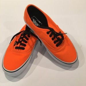 Vans off the wall lace up sneakers orange SZ 7 men